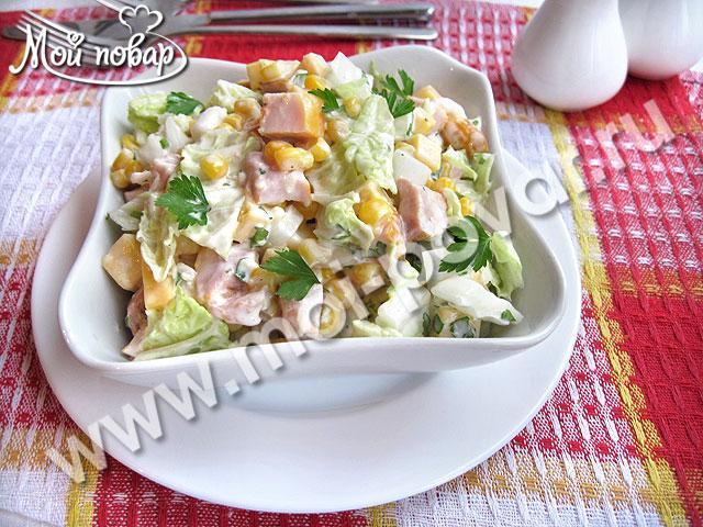рецепт салат из копченой курицы с кукурузой и