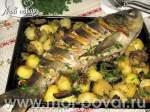 Карп, фаршированный шампиньонами запеченный с овощами