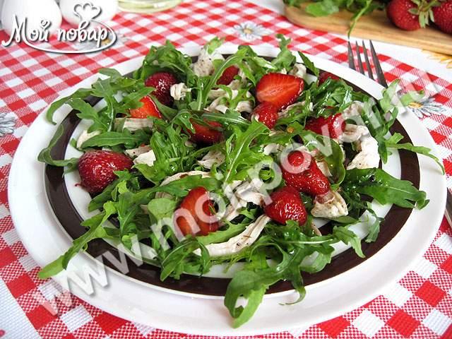 салат с курицей,шампиньоны,лук,сыр,огурец,помидор клубника рецепт с фото
