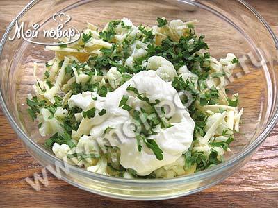 салат из капусты с сыром и чесноком